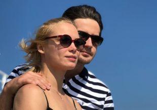 Молодые родители: Марк Богатырев и Татьяна Арнтгольц отправились в путешествие