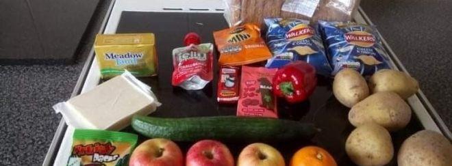 Коронавирусные пайки: в Великобритании возмущены наполнением детских продуктовых наборов